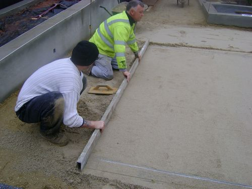 Screed rails and screed bar