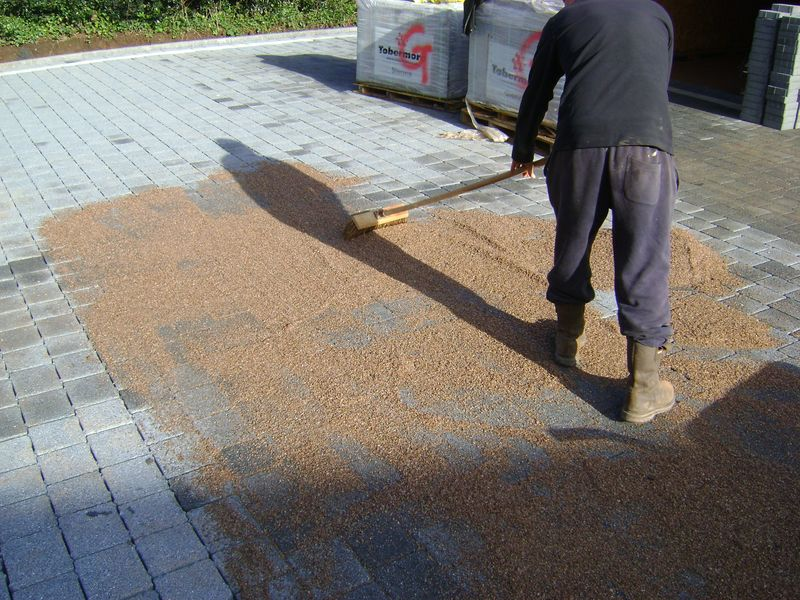 Brushing in the permeable infill