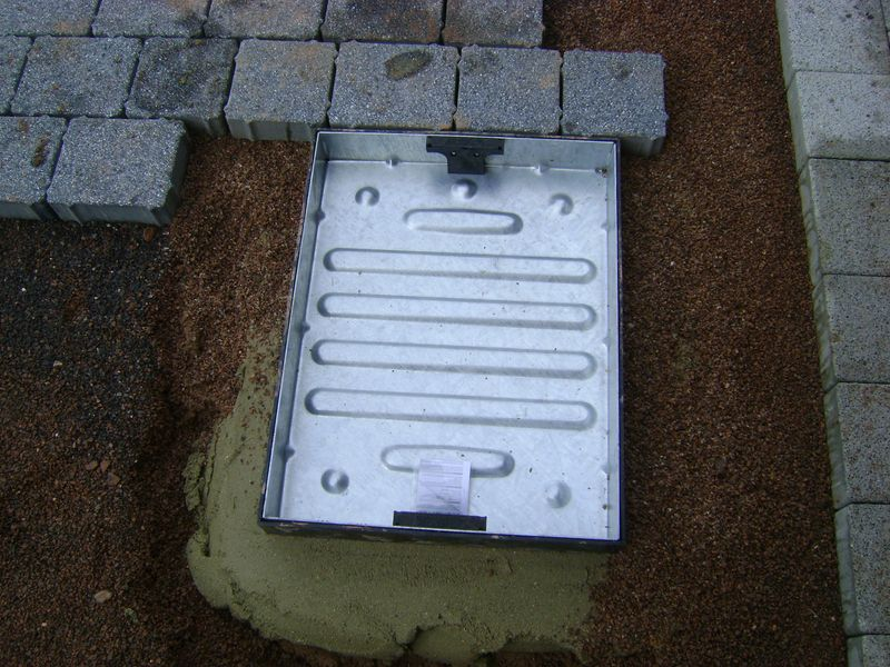 Recessed paving tray