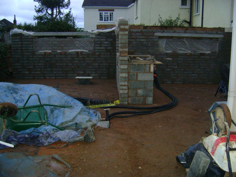 Landscaping feature walling