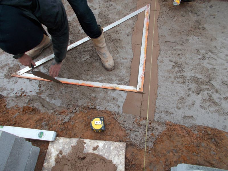 Scoring the concrete